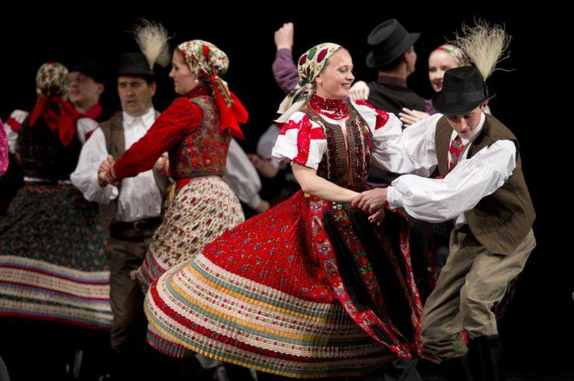 Folklore performance + Dinner & Cruise